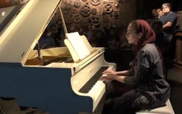 نوازندگی پیانو رژینا نیکنام