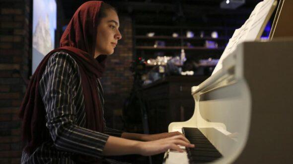 گفتگو با هنرجویان موفق : رژینا نیکنام